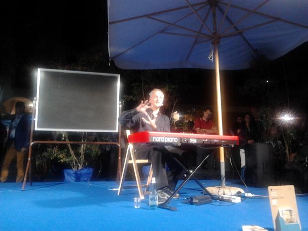 """Giovanni Bietti - lavagna """"Ascoltare Beethoven"""", piazza Mantegna"""