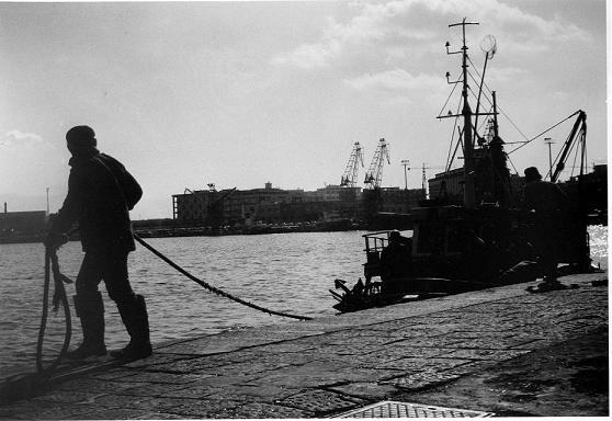 pescatori-nel-porto-di-messina fonte siciliaviaggi.it