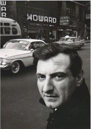 Goffredo Parise a New York, in una foto scattata dall'amico Igi Polidoro nel 1961