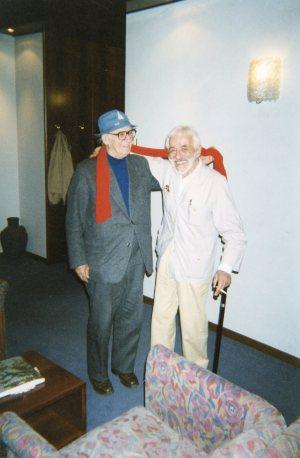 Zanzotto e Pizzinato (fotografia di Angelo Goldmann; inaugurazione della mostra di Pizzinato a Conegliano Dopo il Realismo. Pitture 1963-1994, Palazzo Sarcinelli, 23 maggio - 11 luglio 1999)