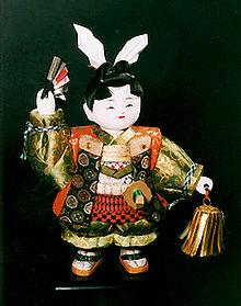 Bambola tradizionale raffigurante il Ragazzo Pesca (fonte: wikipedia)
