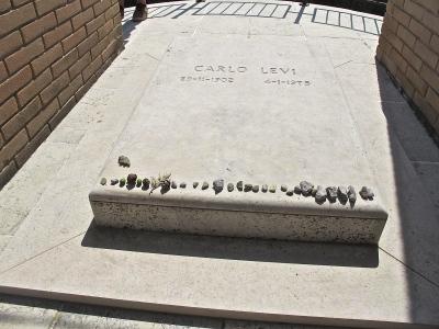 cimitero di aliano, tomba di carlo levi, foto di Sandro Abruzzese